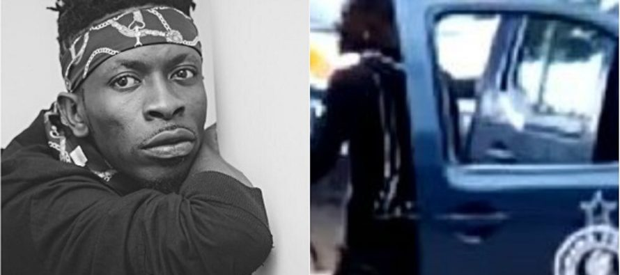 Video: Shatta Wale Snubs a Policeman to Drive off in his Range Rover